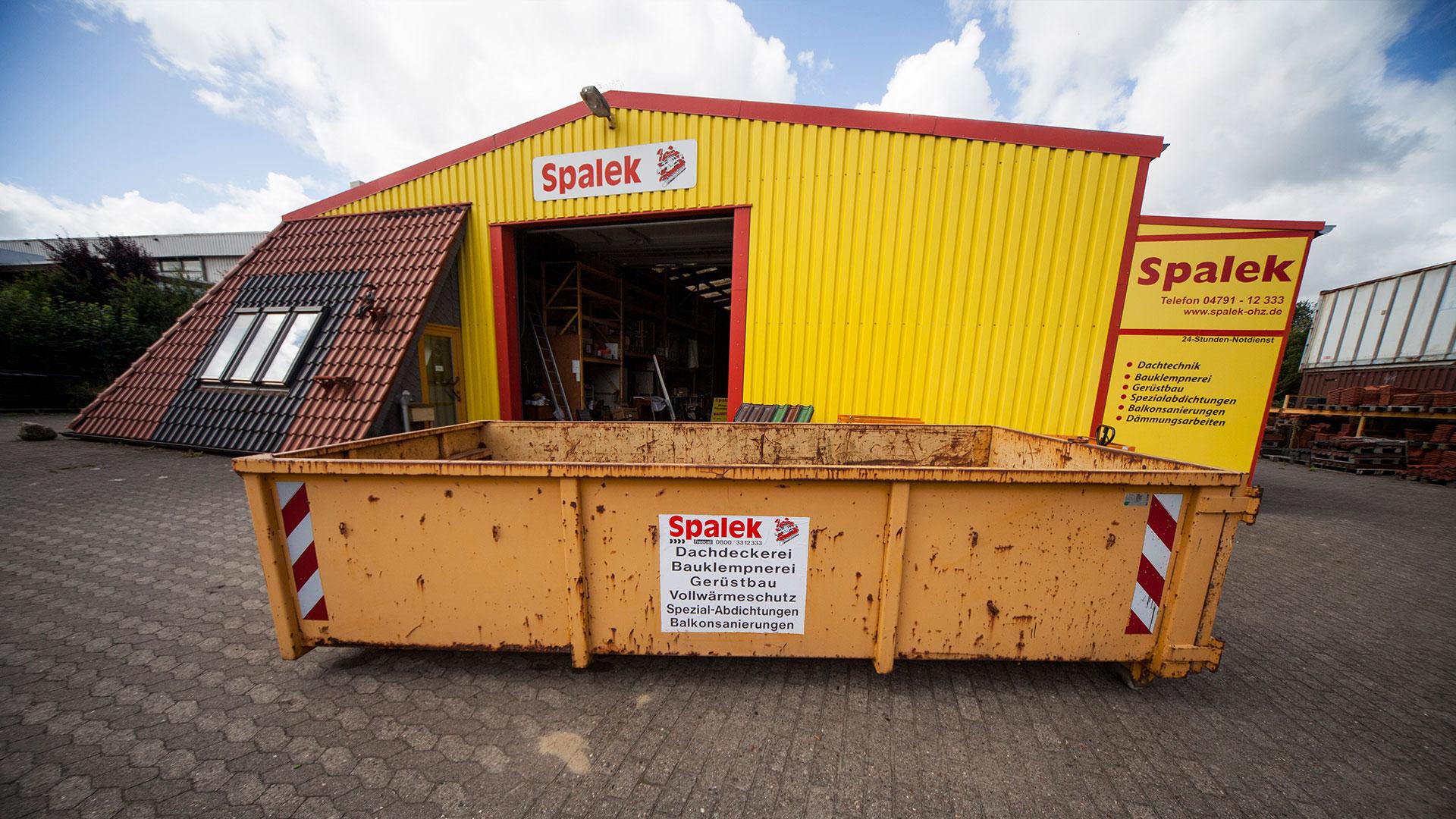 Container vor Firmensitz Dachdeckerei Spalek 1920x1080px | Dachdeckerei Spalek OHZ