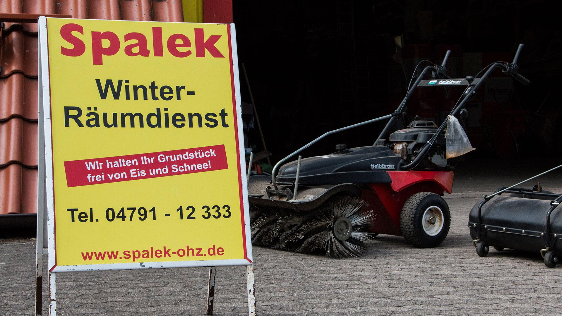 Winter-Räumdienst in OHZ , Bild mit Schneeräumungsmaschine 1920x1080px | Dachdeckerei Spalek OHZ
